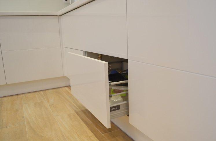 кухня без ручек фото