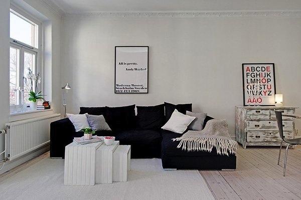 светлая комната и темная мебель